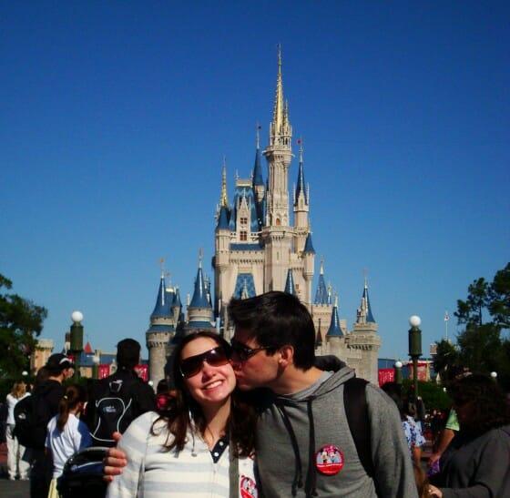 Felipe e Renata em frente ao castelo da Cinderella - Walt Disney World