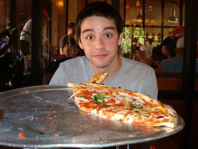 O Via Napoli é uma ótima opção para quando o Tutto Italia está cheio. E apesar do restaurante ter muito mais opções do que pizza, eu indico fortemente que experimentem esta pizza maravilhosa!