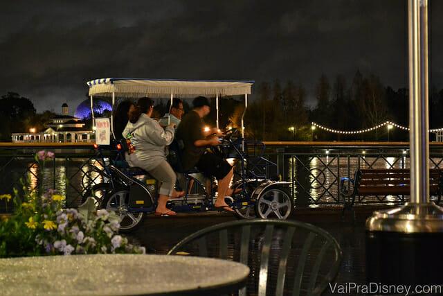 Aluguel de bicicletas coletivas estão disponíveis no Boardwalk também.