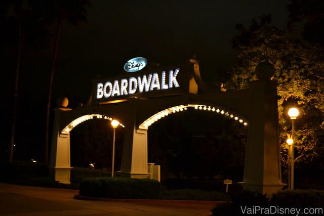 Entrada do Boardwalk Inn, hotel onde ao fundo, fica o Disney's Boardalk.
