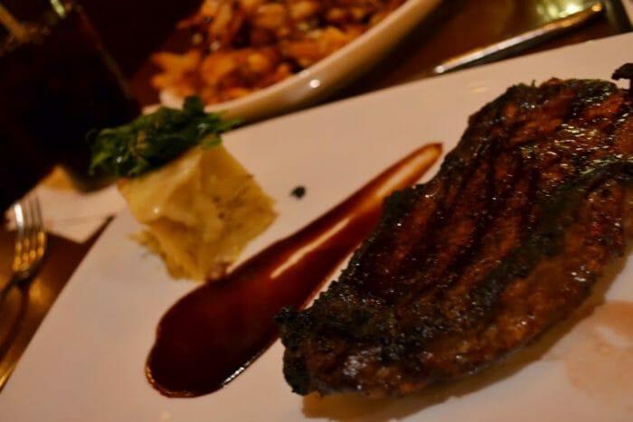Le Cellier - Felipe que é mais comedido tirou a foto com o prato decorado para vocês poderem ver. :)