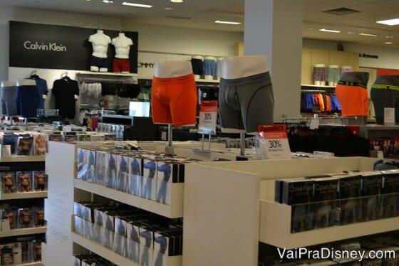 Não são só as mulheres que encontram muitos produtos na Macy's não.