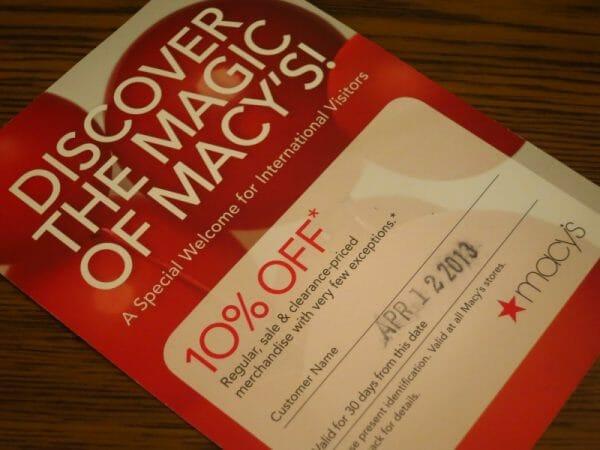 Cartão de desconto de 10% para brasileiros na Macy's. Vale bastante a pena caso não ofereçam uma outra promoção maior! E vale para itens de cozinha também, heim?