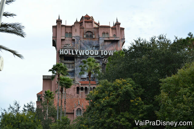 Não são todas as atrações da Disney que oferecem Rider Switch, mas a Tower of Terror é uma das que oferece este benefício. ;)