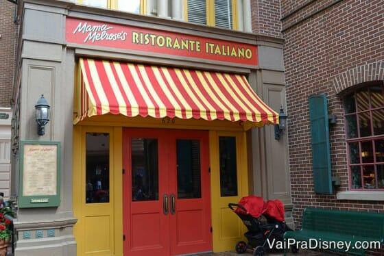 Mama Melrose's ristorante italiano. O restaurante é lindo, a comida é boa e com direito a um vale VIP do Fantasmic