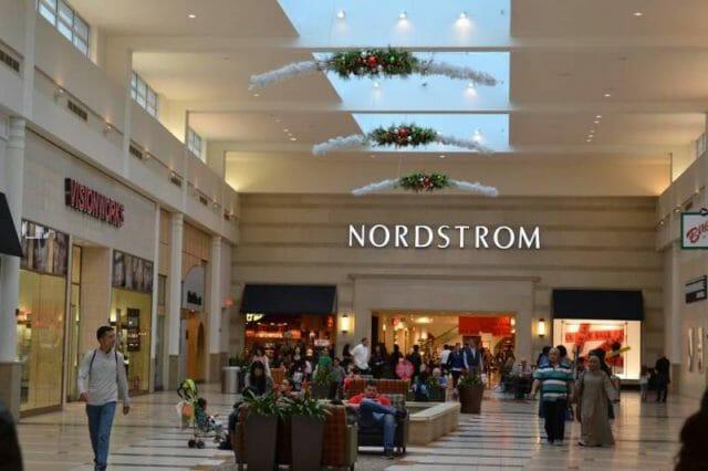Nordstrom: uma das muitas lojas de departamento onde você encontra quiosques das marcas de cosméticos.