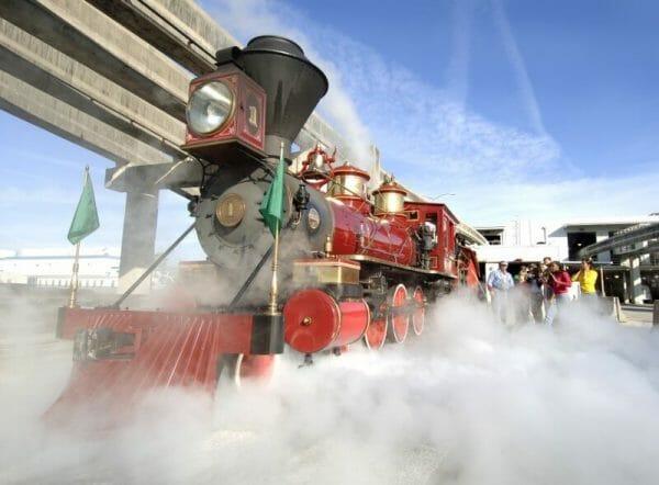 Foto do tour Disney's The Magic Behind Our Steam Train. Divulgação Disney
