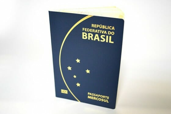 Nova carinha do passaporte brasileiro. Sorte que ainda tenho o antigo. Não gostei muito não e vocês? hehe
