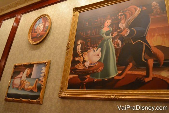 Alguns dos muitos quadros da galeria das rosas, uma das salas do castelo.