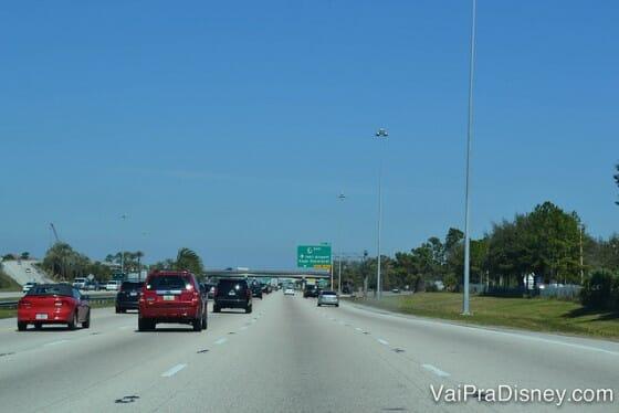 Dirigir em Orlando é tranquilo e mais gostoso do que dirigir no Brasil.