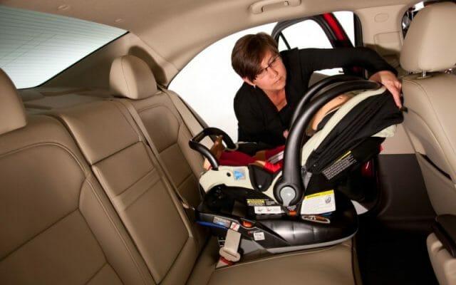 Cadeirinha para menores de 1 ano deve ficar virada para a traseira do carro. Foto divulgação Vernon Autogroup