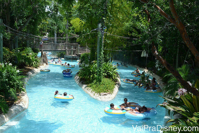 Nada como relaxar em um rio de correnteza no Typhoon Lagoon