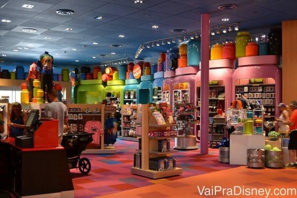 Loja do Art of Animation, repleta de produtos Disney. Além disso, você pode comprar nos parques e pedir pra entregar aqui. Bem mais prático!