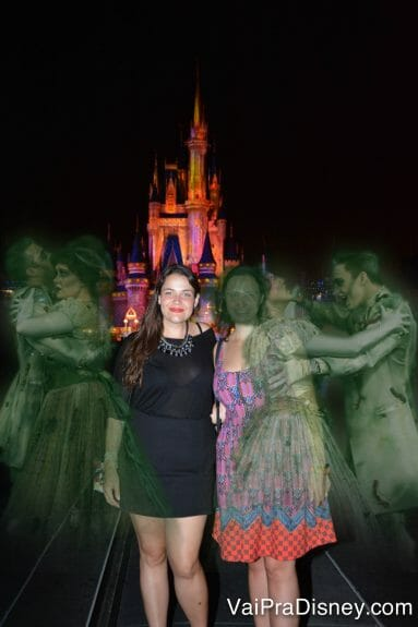 Você pode editar as fotos e colocar efeitos, como esse de Halloween da foto da Re e da Bia.