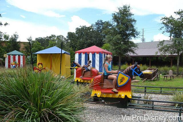 Circuito de cavalos na atração Royal Joust no Legoland