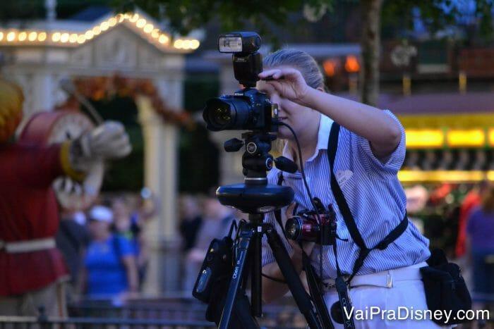 Os fotógrafos do Photopass ficam espalhados pelos parques e tiram fotos profissionais que entram no pacote do Memory Maker. Eles também tiram fotos com a sua câmera ou celular, de graça!