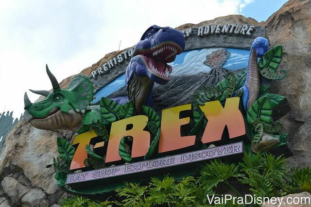 Entrada do T-Rex no Disney Springs. Impossível perder de vista!