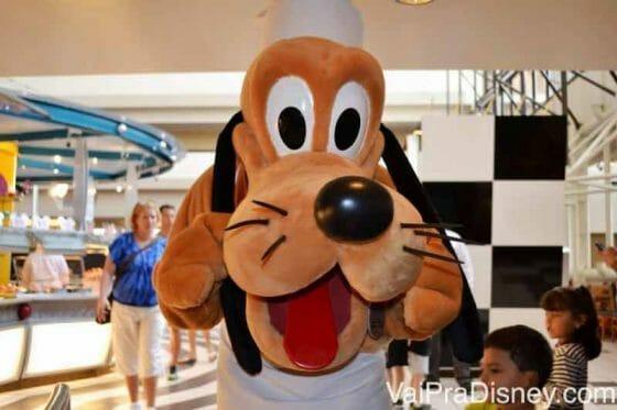 Se quiser ir ao Chef Mickey's marque com a maior antecedência possível.
