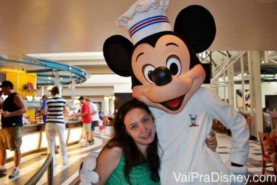 Mickey no Chef Mickey's, um dos restaurantes mais populares da Disney.