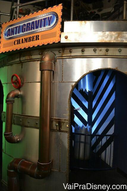 Cabine para observação de como a água se comporta em gravidade zero