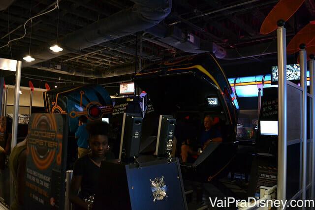Wonder Coaster, atração gêmea a encontrada no Disney Quest