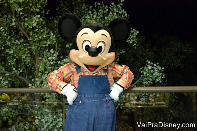 Mickey no Garden Grill, no Epcot.