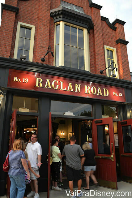 Entrada do Raglan Road no Downtown Disney. Cuidado para não confundir com a lanchonete, também irlandesa, ao lado