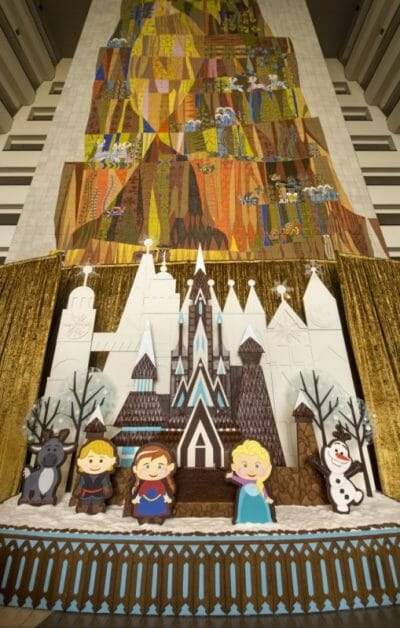 Enfeite de Gingerbread (biscoitinho de gengibre) com personagens de Frozen no Contemporary Resort.