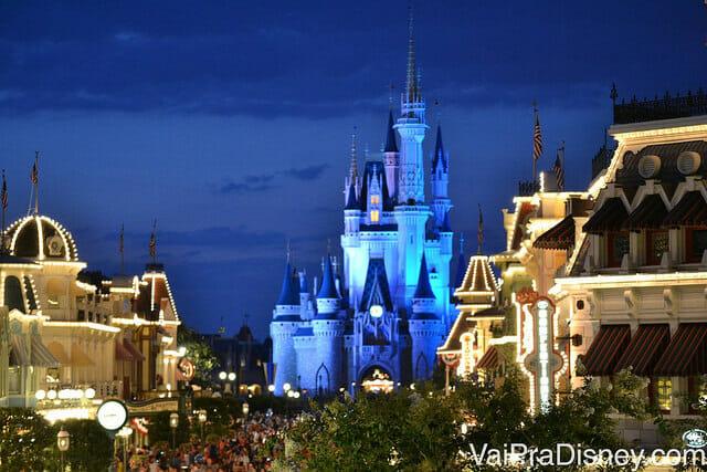 Parques: Impossível não se emocionar ao entrar no parque e caminhar em direção ao castelo