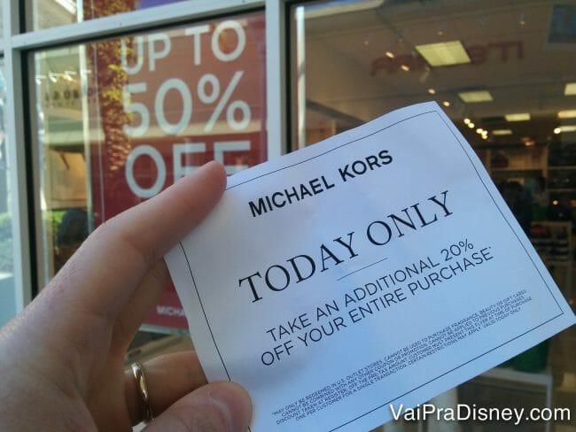 As vezes acontece dessas coisas: a loja tá com 50% de desconto e ainda dá 20% adicional em uma promoção relâmpago. Se isso não é um sinal para comprar, eu não sei o que é! :P