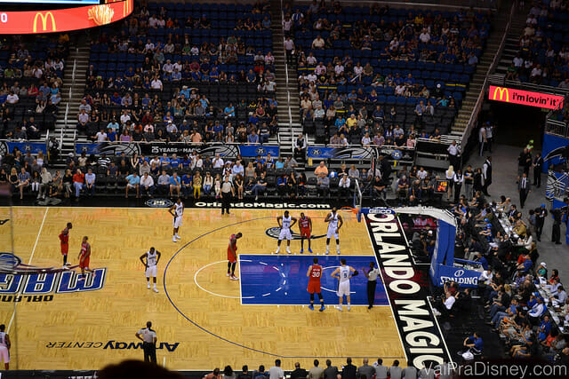 Jogo da NBA é uma das atrações que mais gosto para grupos e até quem não curte esporte acaba aproveitando. Dependendo do tamanho do seu, pode até valer a pena fechar um camarote só pra vocês.