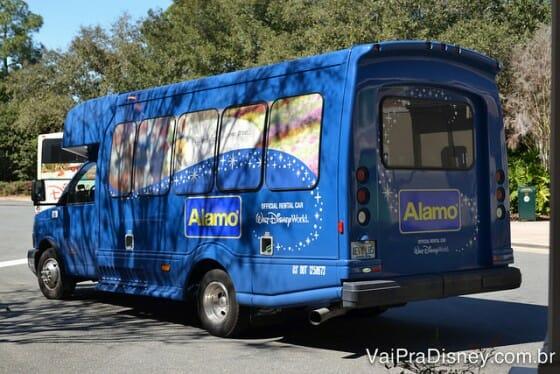 Microônibus da Alamo que te busca em todos os hotéis da Disney.