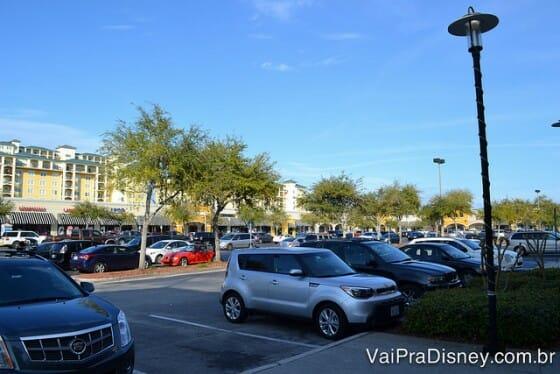 Estacionamento quase sempre grátis. Um dos benefícios de se alugar carro em Orlando.