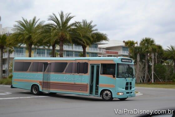 Ônibus saindo do Cabana Bay e direção ao CityWalk e aos parques.
