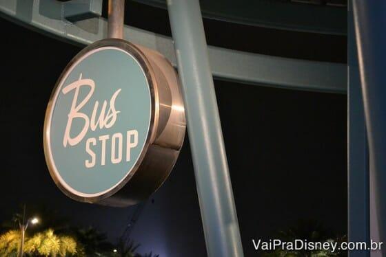 Ponto de espera do ônibus da Universal no Cabana Bay.