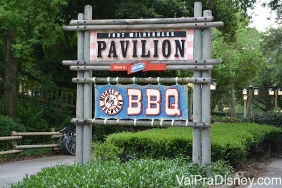 Entrada do Mickey's Backyard BBQ no Fort Wilderness