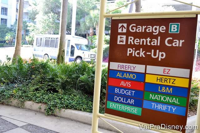 Locadoras de carro no aeroporto de Orlando.Você pode cotar todas pela internet através de sites agregadores como RentCars e Rental Cars para economizar.