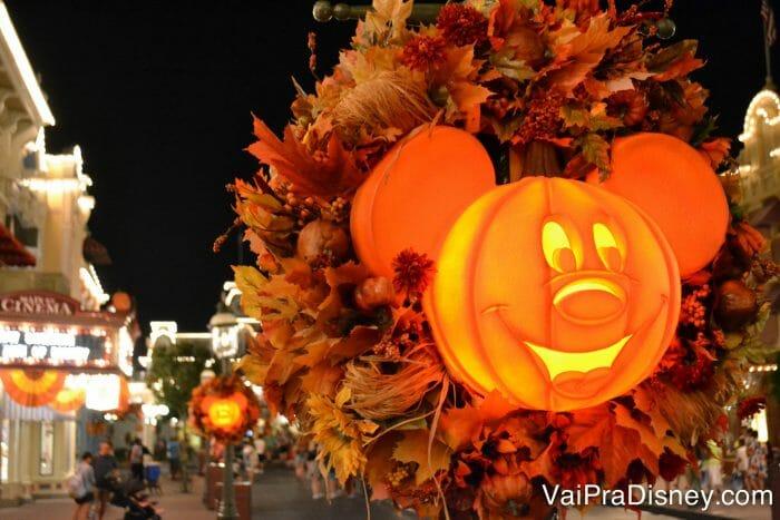 """A festa de Halloween da Disney é mais voltada para crianças, não dá medo e traz o lado """"bonitinho"""" do Dia das Bruxas."""