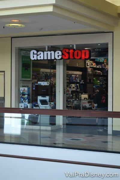 GameStop, loja de aparelhos e jogos de video game. O Felipe adora!