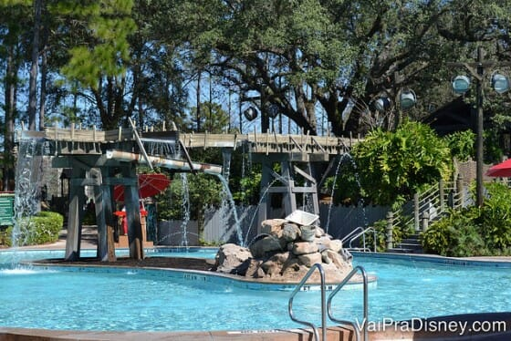Piscina principal do hotel. Para quem quer algo mais calmo, ainda existem outras 5 piscinas menores.