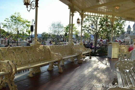 A não ser que você chegue bem cedinho como eu, a varanda para esperar sua mesa ficar pronta vai estar lotaaaada.