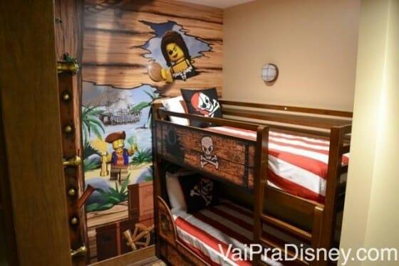 Beliche no quarto dos piratas no Legoland Hotel
