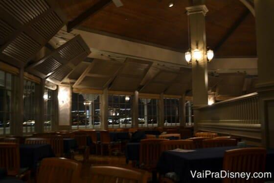 A foto é escura mas tá valendo. Dá para ver como é o Narcoossee's por dentro e como todas as mesas tem uma boa vista do lado de fora.