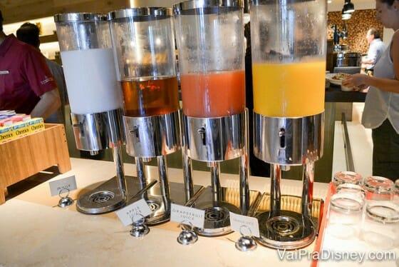 Algumas das bebidas disponíveis no buffet.