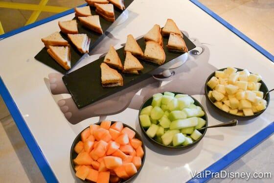 Não passe batido da mesa infantil. Esses sanduíches de manteiga de amendoim com geleia valem muito a pena!