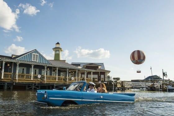 Foto de divulgação da Disney do amphicar na água. Não consegui tirar uma boa foto desse momento mas não poderia deixar de ilustrar aqui. :)