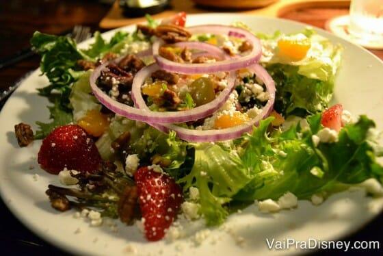 Você sabe que eu só elogio uma salada se ela merece. Essa merece muito!