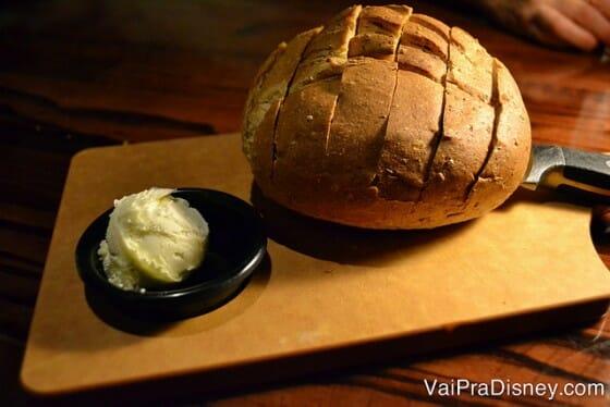 Tudo é bom no LongHorn, a começar por esse pão.