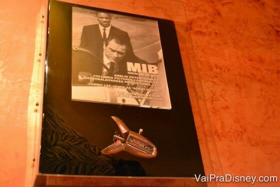 Quem assistiu MIB, lembra bem o que esse negócio é, né? ;)