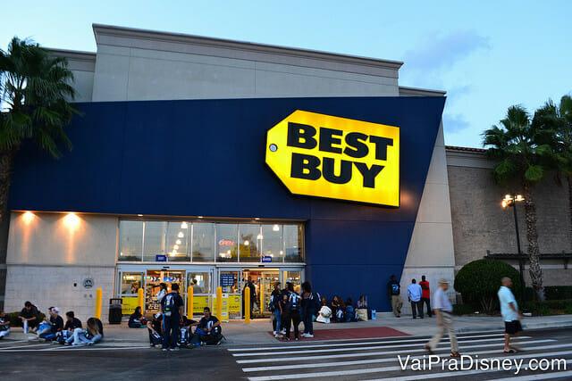 Ir da Best Buy para o Florida Mall é um momento clássico do assalto em Orlando. As pessoas estão ansiosas para comprar logo o notebook e de lá vão para as compras menores no shopping. Fazer o contrário (compras menores primeiro e depois as caras) é a melhor solução.